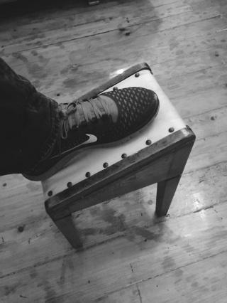 靴紐結び台